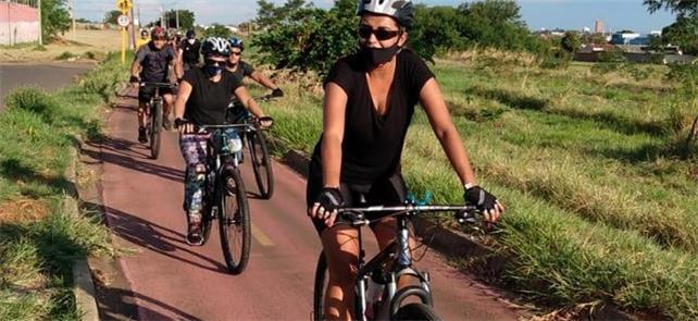 Grupo de ciclistas em Presidente Prudente, interio