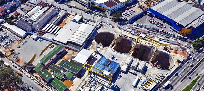Imagem aérea mostra poços de entrada das máquinas