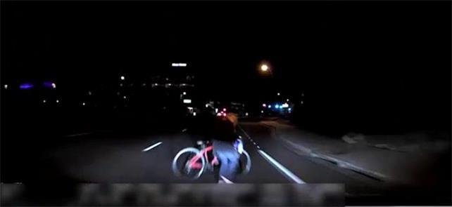 Imagem de vídeo mostra mulher surgindo diante do c