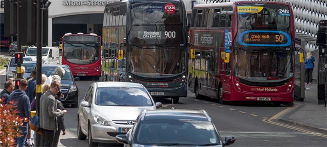 Inglaterra: ônibus de dois andares, elétricos e a
