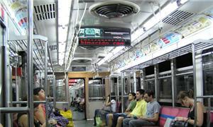 Interior de metrô em Buenos Aires