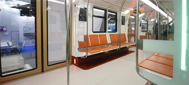 Interior dos novos trens de metrô de São Petersbur