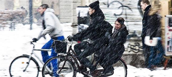 Inverno rigoroso não impede os russos de pedalarem