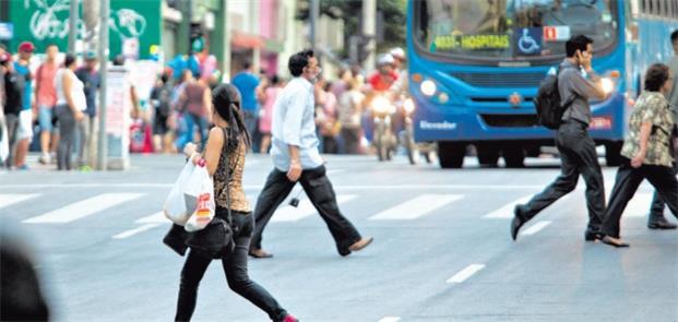 Lei quer que pedestres sejam punidos com multas de