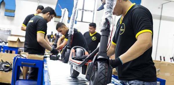 Linha de montagem de patinetes elétricos da Drop e