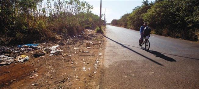 Lixo e até falta de calçadas em Ribeirão Preto (SP