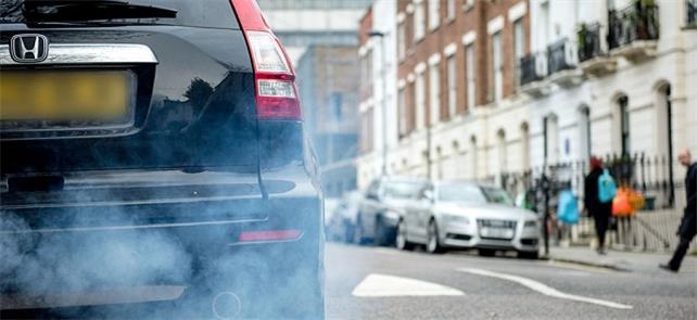 Londres, que enfrenta níveis de poluição do ar pre