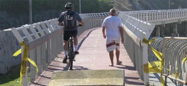 Mesmo interditada, pedestres e ciclistas seguem us