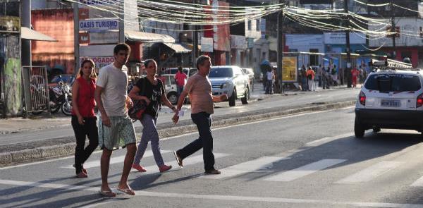Mesmo nas faixas pedestres são constantemente amea