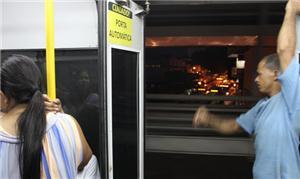 Metrô de Teresina transpotando passageiros com por