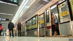 Metrô de Xangai estabelece recorde