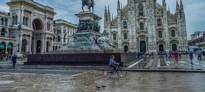 Milão após a covid-19: mais espaço a pedestres e c