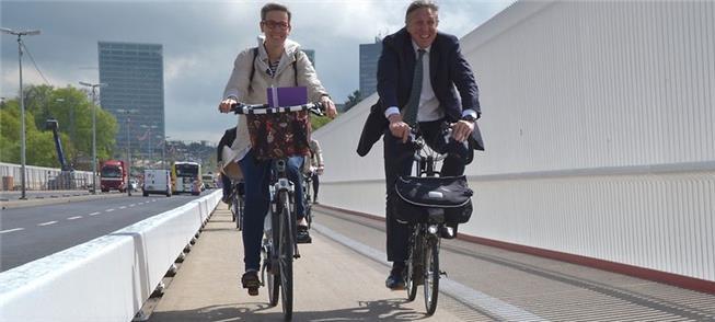 Min. dos Transportes François Bausch e vereadora S