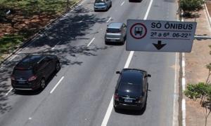 Motorista parece não se importar com infração