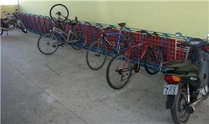 Motos tomam o espaço para bikes no terminal da Lag