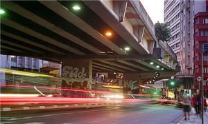 Movimento debaixo do Minhocão, em São Paulo