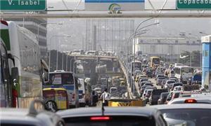 Na chegada ao Rio, ônibus, carros e motos disputam