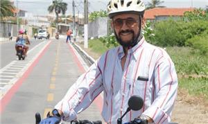 Na ciclovia, José Canuto, da Associação dos Ciclis