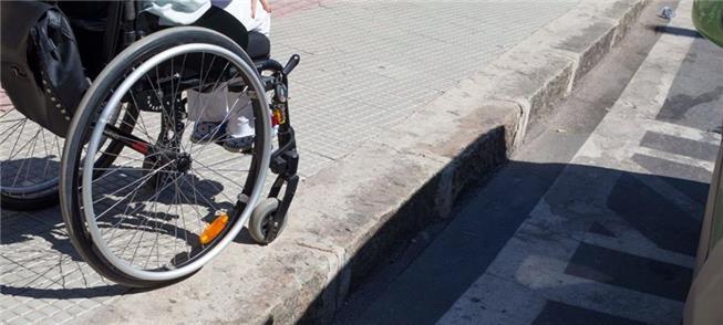 Na Pampulha, falta rebaixamento na calçada para ca