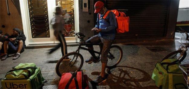 Na Paulista, horário de pico para o ciclista começ