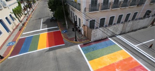 No Ceará, faixas coloridas simbolizam a causa LGBT