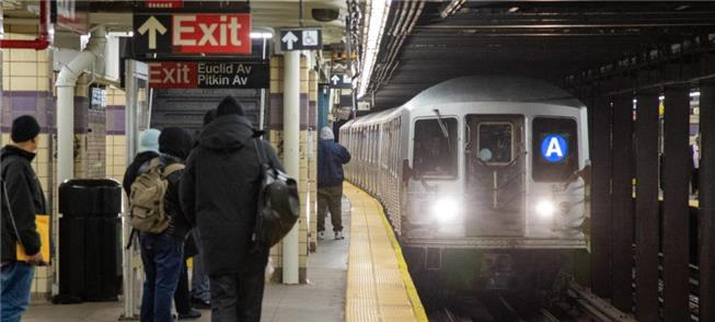 NY muda horário de operação do metrô para evitar c