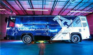 O Aggie Bus recebe uma carga de indução magnética