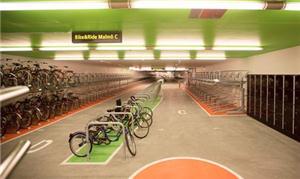 O estacionamento é chamado de Ride & Bike