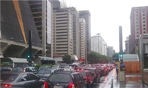 O morador de São Paulo convive diariamente com con