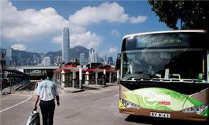 O ônibus é alimentado por baterias de lítio-íon-fo