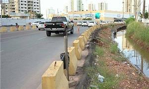 Obras paradas desde 2014 e pedestres sem calçadas
