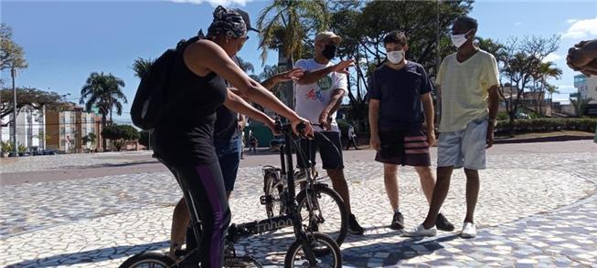 Oficina para ensinar a pedalar, em Contagem (MG)
