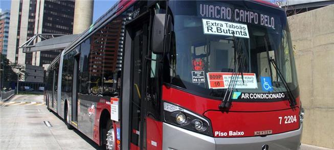 Ônibus articulado de piso baixo: mais acessibilida