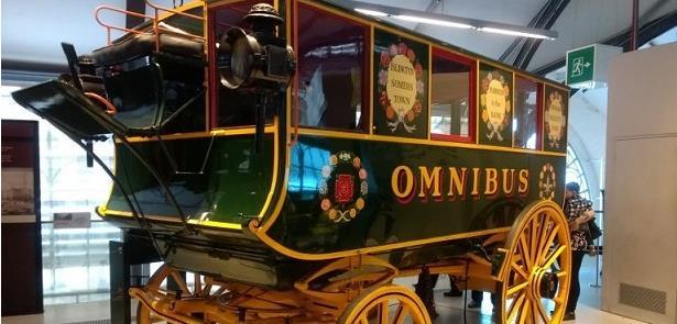 Ônibus de Londres do século 19, que era puxado por