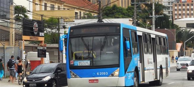 Ônibus dividem espaço com carros em SP e perdem ve
