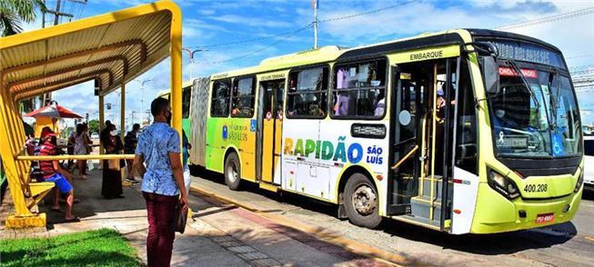 Ônibus do Sistema Metropolitano de Transportes em