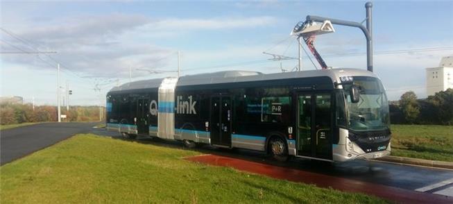 Ônibus elétrico com sistema de carga rápida