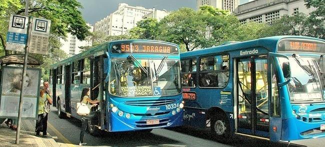 Ônibus em Belo Horizonte: tarifa alta pesa no bols
