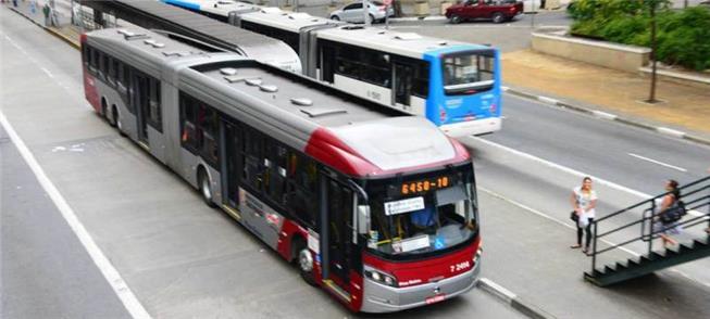 Ônibus em corredor em São Paulo