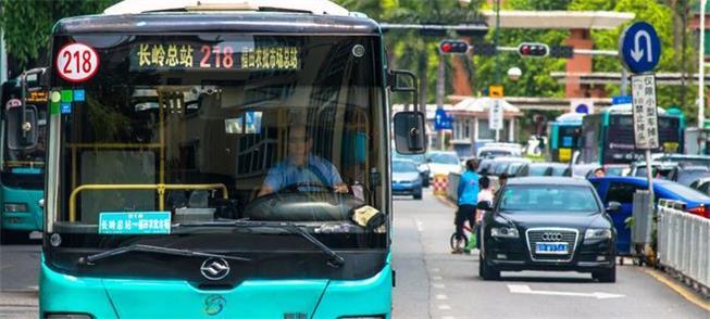 Ônibus em Shenzhen: frota maior que a de SP e 100%