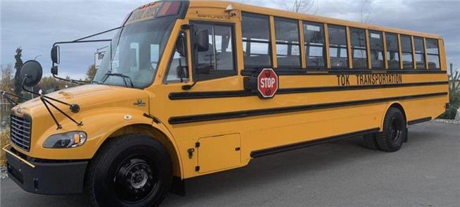 Ônibus escolar elétrico chega à pequena Tok, no Al