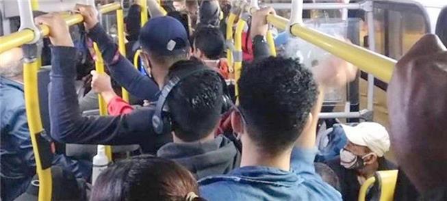 Ônibus lotados em São Paulo, em plena pandemia