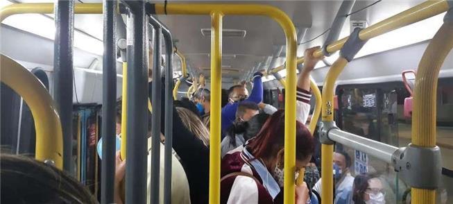 Ônibus na Grande BH: lotação máxima, mesmo com a p