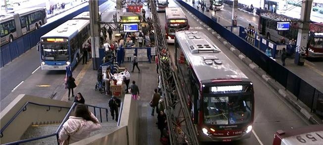 Ônibus ocupam Terminal A. E. Carvalho, na zona les