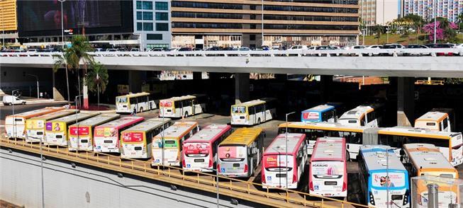 Ônibus parados na rodoviária de Brasília-DF