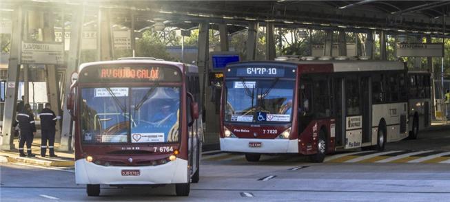 Ônibus poluentes ainda serão usados nos próximos c