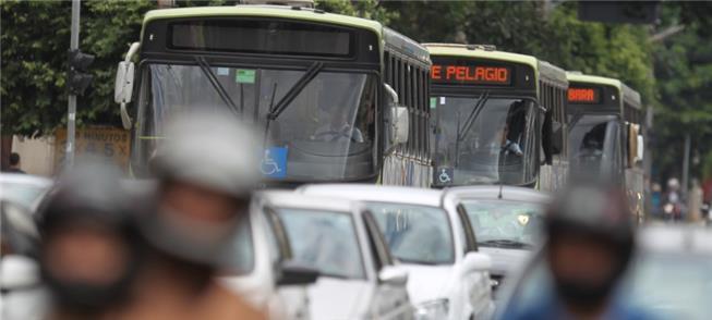 ônibus presos no trânsito de Goiãnia