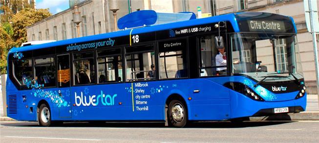 Ònibus que filtra o ar, em teste no Reino Unido