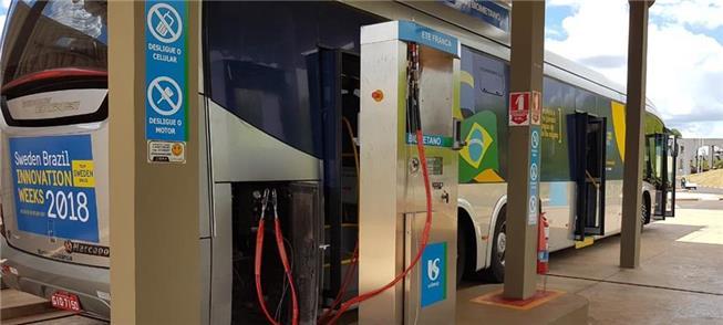 Ônibus recebe gás da ETE Franca, da Sabesp