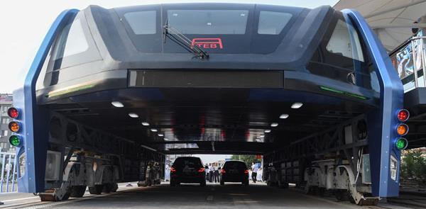 Ônibus túnel em testes na cidade de Qinghuangdao,